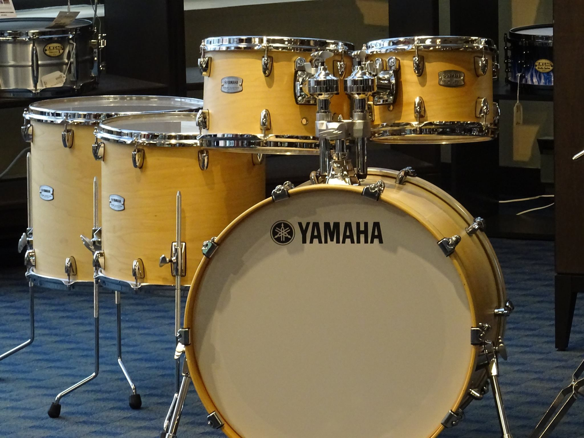 yamaha tour custom 4 pce in butterscotch finish drummer. Black Bedroom Furniture Sets. Home Design Ideas